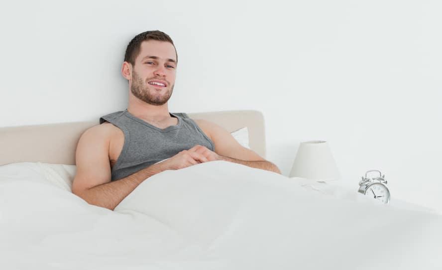 El Hombre leo en la cama